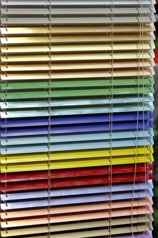 Färgade persienner